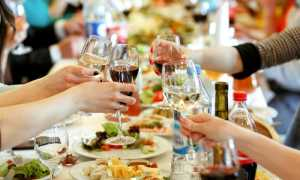 Чем развлечь взрослых гостей за столом